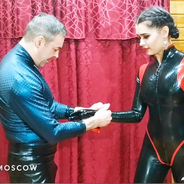 Видео: Gloves on!