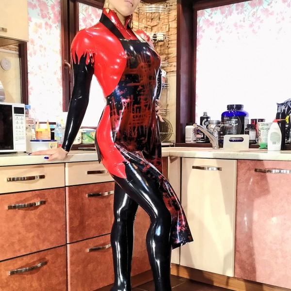 Видео: Sofie Magnifique latex mistress